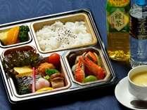 <ホテル特製 和食お弁当>夕食お弁当はチェックイン時、フロントにてお渡しいたします。※写真は一例です