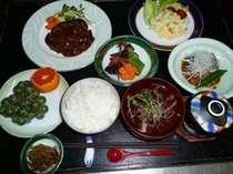 夕食は家庭的で温かい「和定食」をご用意いたします。