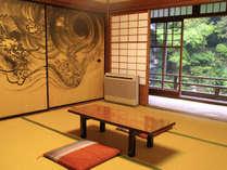 ※本館和室 龍の襖絵のある龍の間。運気があがると人気のお部屋です。