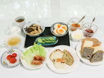 *[洋朝食/全体一例]洋食派には、焼きたてパンに合う、卵料理、ソーセージなどをご用意しています