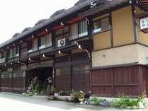 JR高山駅白山出口から徒歩5分。築180年の古民家民宿でのひとときを♪