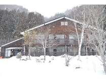 雪山に包まれそうな高野旅館