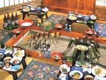 お食事は囲炉裏宴会でお楽しみくださくい。(4名様イメージ)