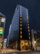 【ホテル外観】銀座の街に調合した。モダンなホテルです。