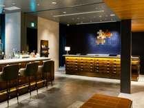 1階:フロントカウンター、Tea Salonがございます。