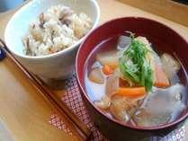 あったか♪手作り豚汁と炊き込みご飯!