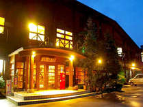 美山の清流・豊かな自然に囲まれた宿。地産の食材を使った料理や様々な体験施設が自慢♪