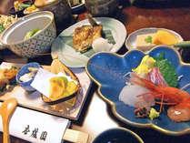 その日の旬の素材を満喫できる自慢のお料理をご堪能ください。(季節のお料理一例)