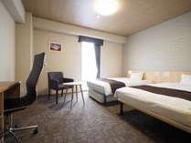 【デラックスツイン】ゆったり22平米のお部屋は、エキストラベッドを使えば最大3名様までご宿泊可能です