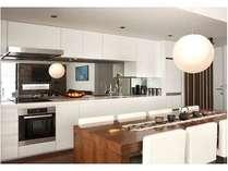 アパートメントのキッチンは、食器類や調理器具も完備