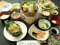 吉平と言えば湖魚料理 この地に伝わる伝統料理を堪能して下さい。