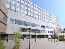 複合商業施設「EQUiA PREMIE和光」の直上に位置する利便性に優れたホテルです。