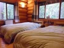F棟のツインベッドルームです