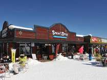 HAKUBA47スキー場「SNOW DROP」内には世界のビールや料理が堪能できるお店もあります