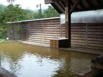 北アルプスを眺めながら入る「塩」の温泉(倉下の湯)褐色の濁り湯をお楽しむください