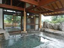 露天風呂からは八方尾根をバックに白馬三山の眺めを楽しめます(みみずくの湯)