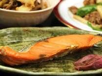 焼き魚-新鮮食材を使った健康的な、和朝食をご用意します。