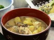 北信州地方では、根曲がり竹とサバの水煮缶を入れた味噌汁
