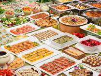 隣接する『華乃湯』での夕食バイキングは 約50種の和・イタリアンバイキング