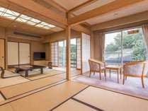 【和室12帖】広々、開放的な客室。
