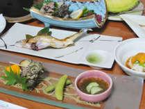 *【夕食一例】地元で獲れた新鮮な魚や野菜などを多く用いております
