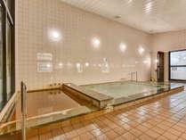 *【大浴場】褐色の含鉄冷鉱泉には造血作用があり、貧血症や更年期障害に効果があると言われています!