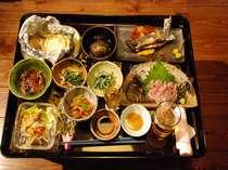 夕食の一例、この他天ぷらや手打ちそばも付きます。