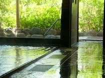 美人湯をたっぷりと満たす大浴場「風光」はサウナ・打たせ湯も完備