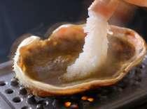 地蟹の洗いに味噌を付けて贅沢美味しい