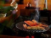囲炉裏を囲むお食事処で熱々を召し上がれ