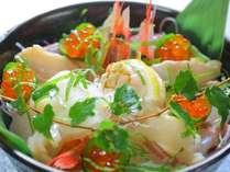 「かにはん」自慢の海鮮丼…新鮮な魚介をふんだんに使ってます
