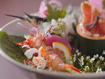 旬の地魚を厳選したお造りは、目と舌で季節を愉しむ贅沢な逸品