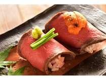 京都牛の寿司も食べ比べ うに&ローストビーフ寿司