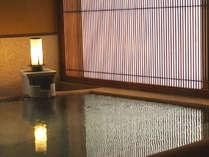 美人湯と誉れ高い夕日ヶ温泉をたっぷりと満たします(大浴場「流風」)。