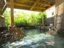 緑豊かな露天風呂でゆったり体の芯まで温泉浴(大浴場「風光」)。