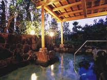 ジャグジー・サウナ・露天風呂・内湯を設けた露天風呂は、朝夕で男女入替制。