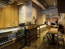 【カフェ】様々な国の旅行者との交流はホステルならではの過ごし方です。