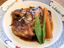 *【夕食一例~煮物~】地元で獲れる活魚を中心にご用意いたします。