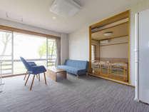 1階ベランダ付和洋室、ベランダから直接ドッグランに出られます。洋室内ペット可。ケージ有。中型冷蔵庫付