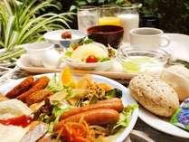 ◆無料バイキング朝食◆営業時間 6:30~9:00