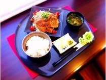 ☆豚生姜焼き定食☆甘辛いタレがごはんとよく合います!