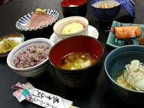 [朝食] 野沢で育まれた自家製のお米を使用♪炊きたてふっくらのご飯をお召し上がりください。