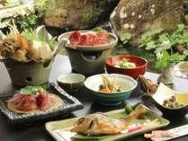 道祖神鍋がついたグレードアッププランのお食事一例。