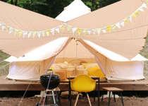 ウッドデッキ上にテントがあるのでリラックスして過ごせます