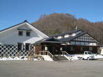 *外観/八ヶ岳の硫黄岳から流れる湯川渓谷に湧き出る天然温泉です。