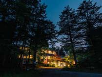 軽井沢の鳩山通りに面したホテル