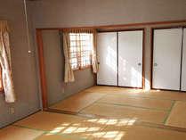 *和室24畳/人数が多くても安心できる。スキーやスノボで疲れた身体を広々和室でゆっくりお休みできます