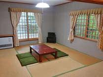 *和室 落ち着きのある和室の部屋でゆっくりと時間を忘れて癒されてください。