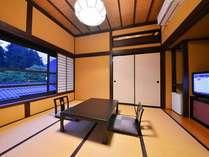 『禁煙モダン和室』窓からは日光の山々か世界遺産の神橋がご覧いただけます。