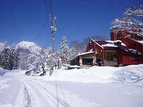 冬カナディアンハウスから妙高山を望む